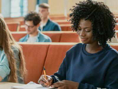 Descubra as vantagens de fazer cursos com aula presencial